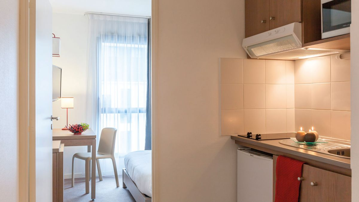 hotel-angers-chambre-cuisine