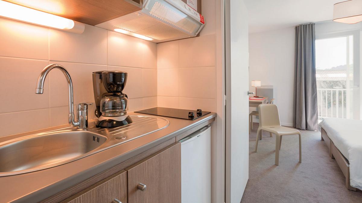 appart hotel cherbourg centre ville et port votre appartement h tel appart 39 city cherbourg. Black Bedroom Furniture Sets. Home Design Ideas