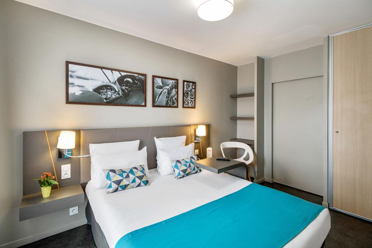 hotel-le-bourget-blanc-mesnil-chambre2