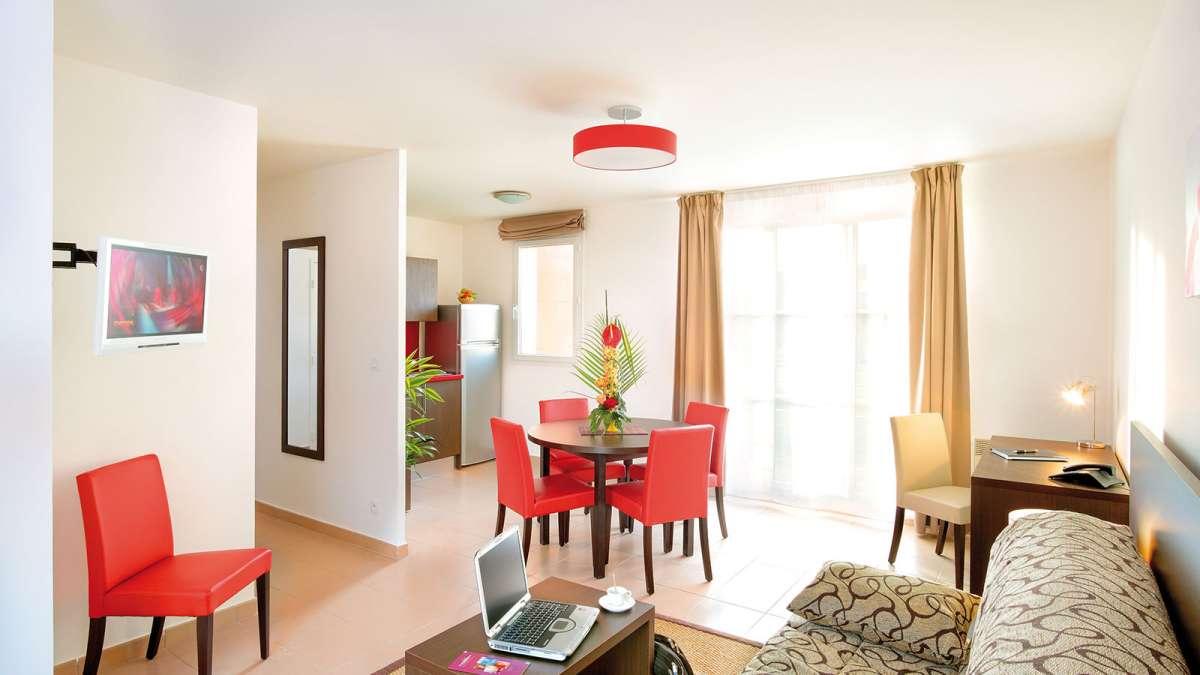 appart hotel bois d 39 arcy pr s de paris votre appartement h tel appart 39 city bois d 39 arcy. Black Bedroom Furniture Sets. Home Design Ideas