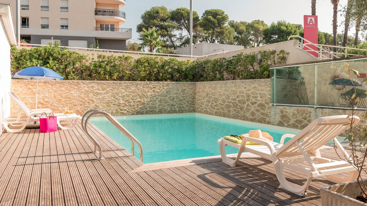 Appart hotel antibes votre appartement h tel appart 39 city for Centre claude robillard horaire piscine